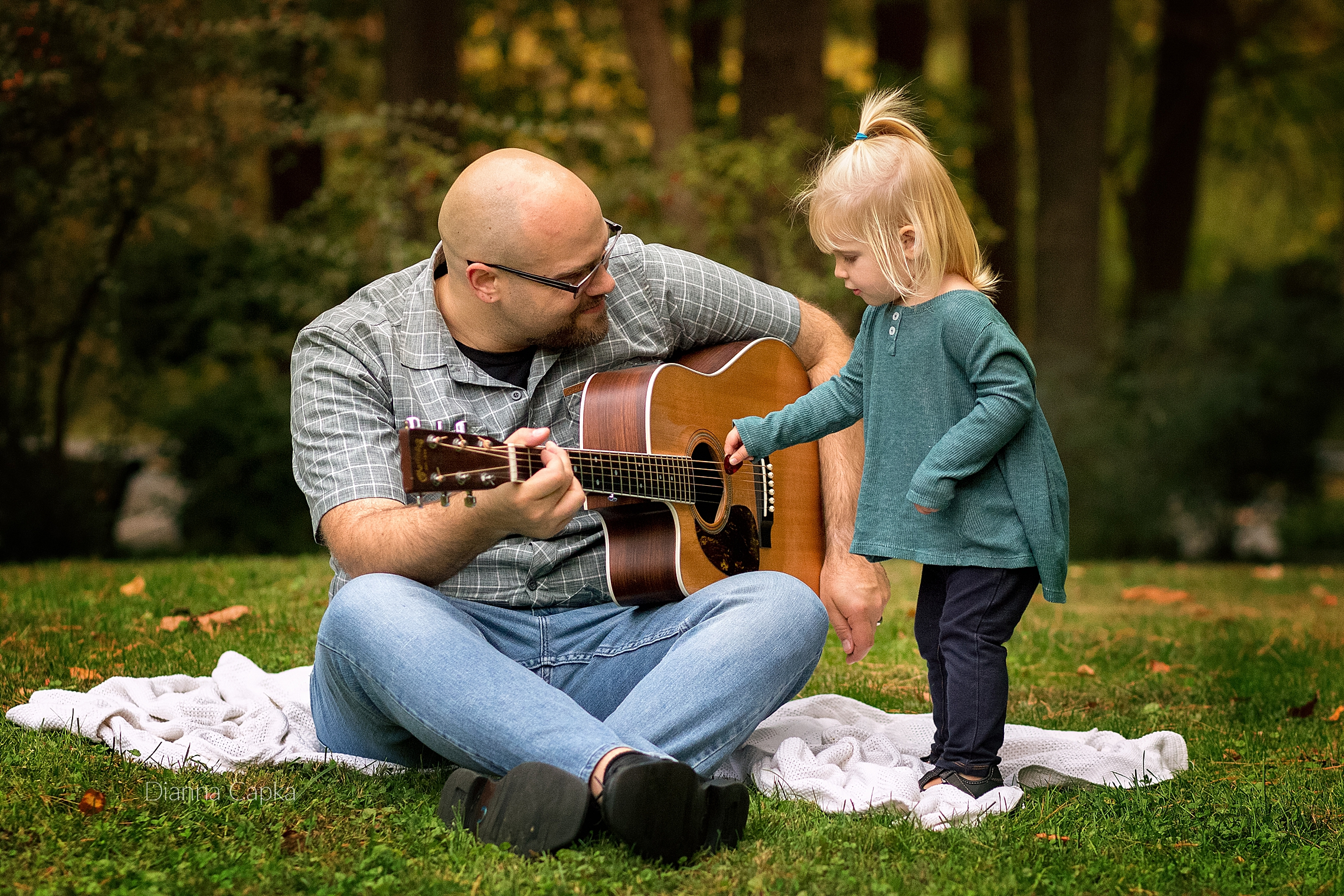 Daddy and daughter guitar ancaster family photographer
